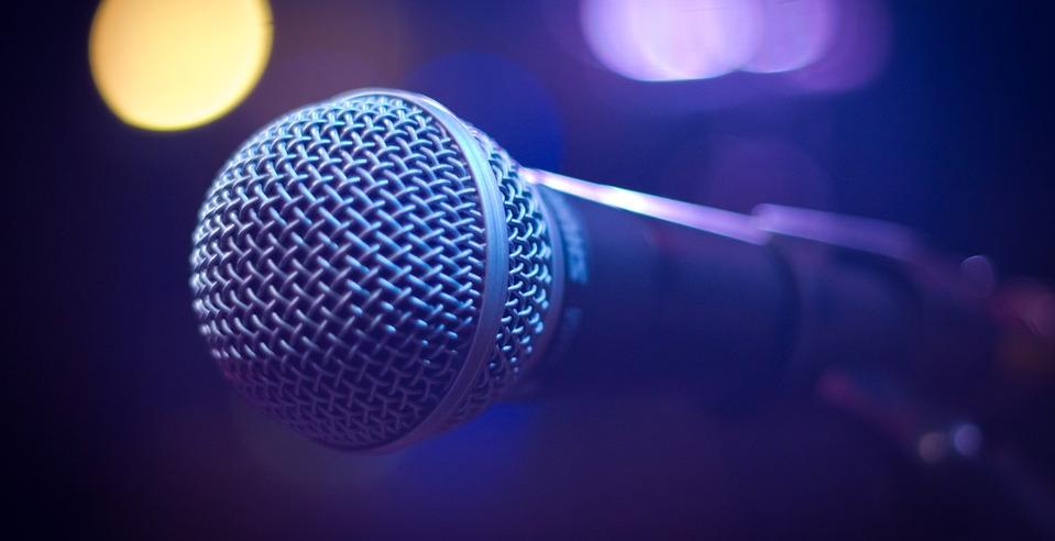 Hallasd a hangod! – Kurucz Ádám Konrád